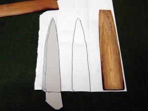 ※ペティナイフの鞘(さや)を削る