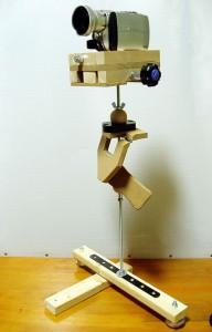 動画撮影のときカメラの手ブレを補正する装置