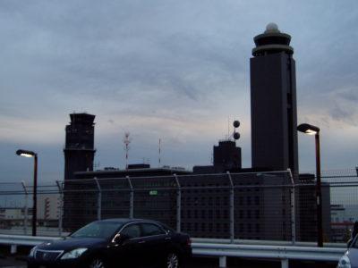 夕暮れの成田空港にて